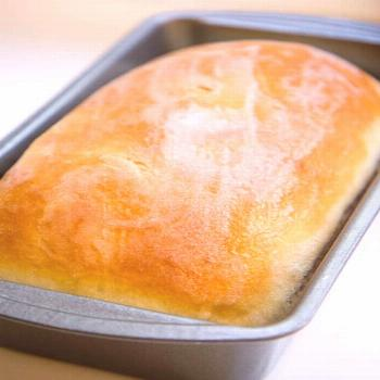 The BEST homemade bread recipe that's super soft and has the perfect touch of sweetness. Top it wit